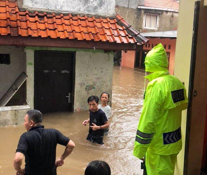 Pada pukul 12.52 tampak banjir di wilayah Petogogan Jakarta Selatan.
