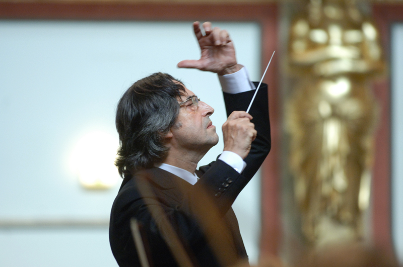 """""""The Vienna Philharmonic is pleased to announce that the New Year's Concert 2021 will be performed under the baton of Maestro Riccardo Muti""""  #concertodicapodanno #neujahrskonzert  Che gioia!  @MaestroMuti @Vienna_Philpic.twitter.com/9UbAlMHfze"""