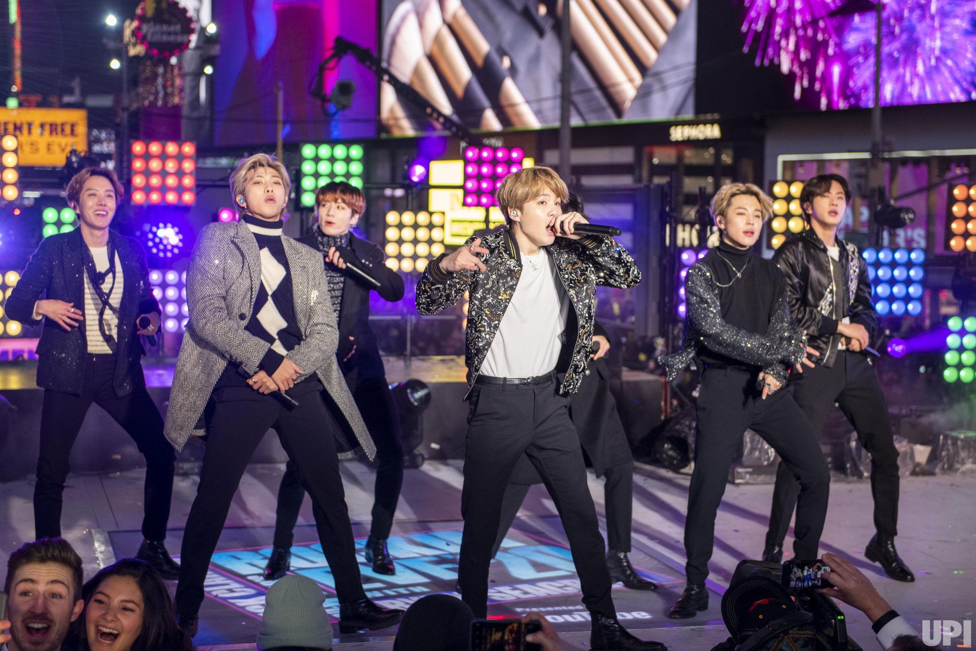 BTS Tampil Membawakan Lagu Make It Right dan Boy With Luv di New Year's Rockin' Eve 2020