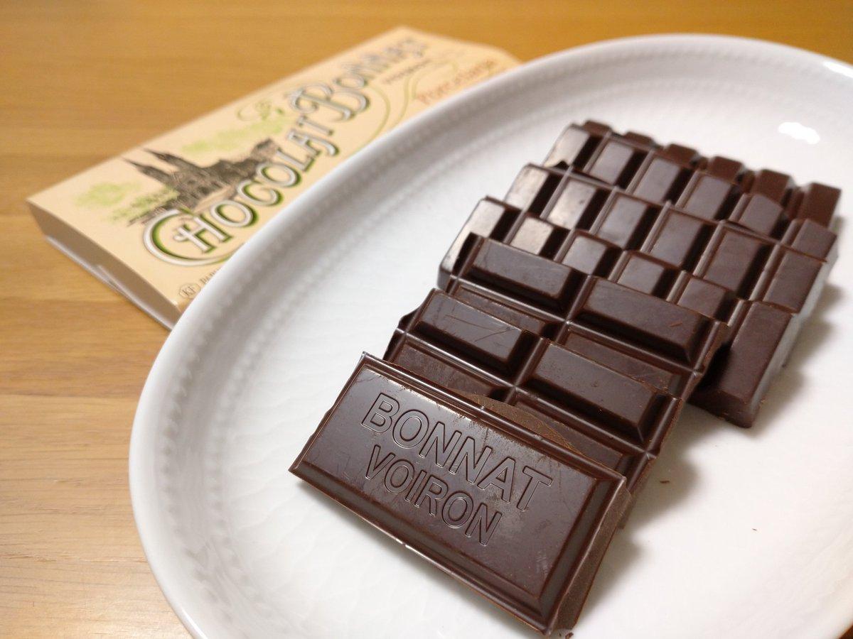2020年初チョコは大好きなボナさんのこれまた大好きな豆のひとつであるポルセラーナ😍🍫  優しい苦味と酸味にまろやかナッツ香、ボナさん独特ななめらかさで幸せ💘  #Bonnat #StéphaneBonnat #Porcelana #Chocolat #Cioccolato #Chocolate #ChocolateHolic #チョコレート中毒 https://t.co/ry3rRckaHW