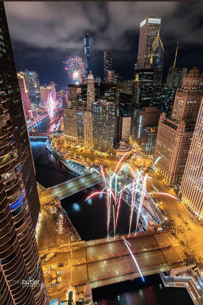 12/ Other American cities bring their A-game. Chicago. (Look at you beautiful Chicago) Vegas (well we expect it from Vegas)