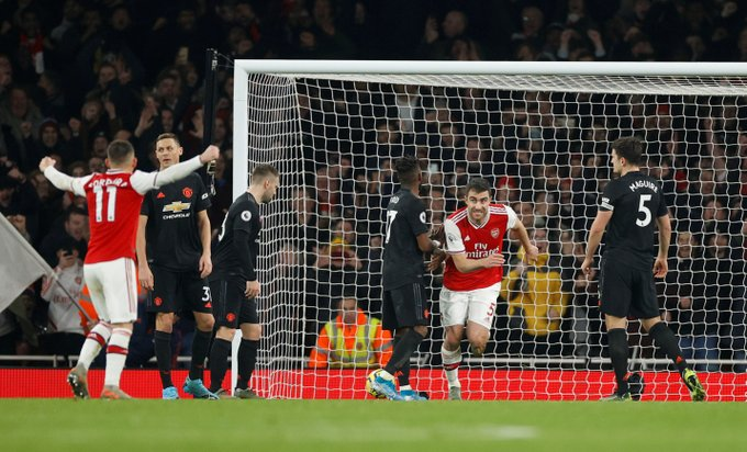 'Should be sold ASAP' – Some United fans destroy one player at halftime against Arsenal