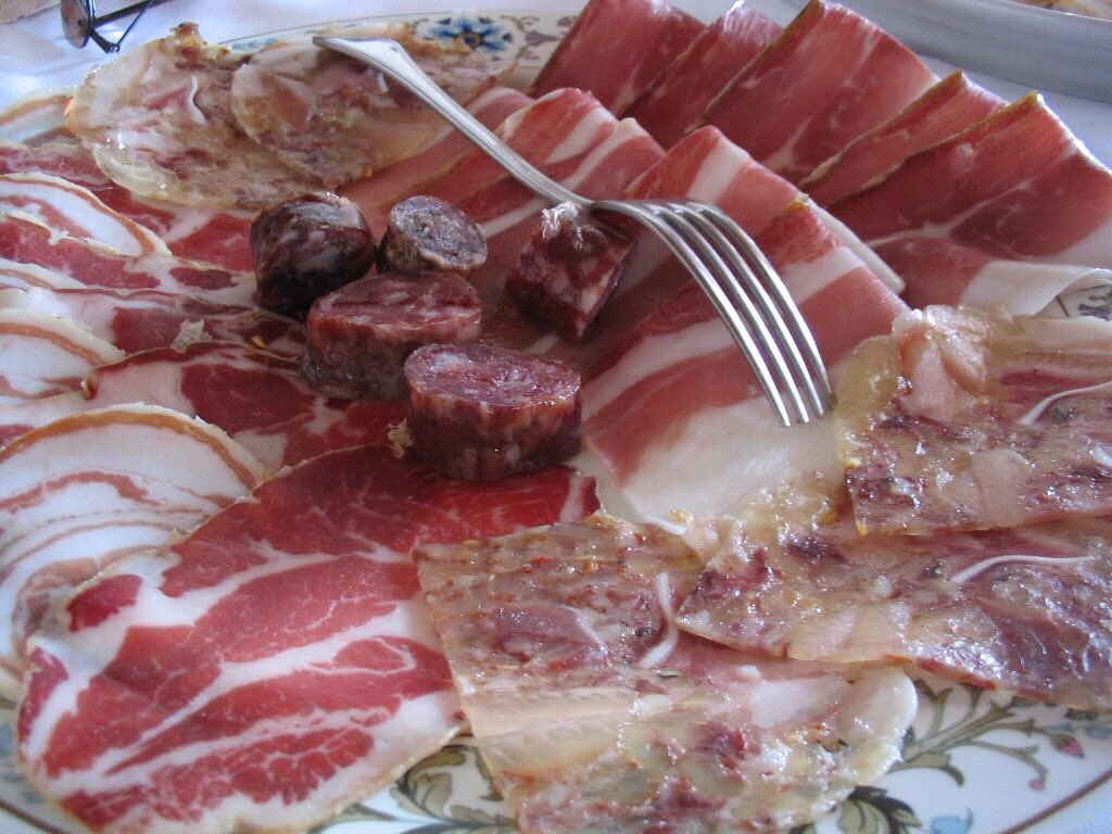 Antipasto...salumi! All home made, the perfect beginning of a country lunch. Come to the real Italy! #absolutelyabruzzo #absolutelyabruzzotours #italy #abruzzo #abruzzi #antipasto #affettati #italianamerican #bespoketours