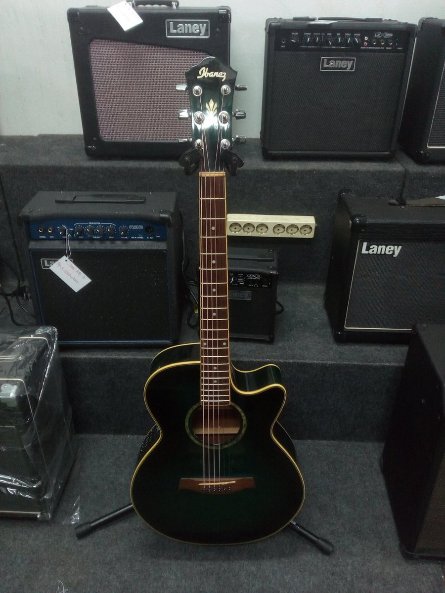 Ready Stock Gitar Ibanez Warna Hijau Lumut. Limited Edition. Terunik, terkece dan terkeren. Paling Gahar diantara gitar yang lainnya. Mau pesan?? Bisa banget via WA 081383782620. @ibanezofficial @JualAlatMusikID #Ibanezguitar #tokomusik #tokoonline #jualbelialatmusik pic.twitter.com/Lsu6QDRQIZ