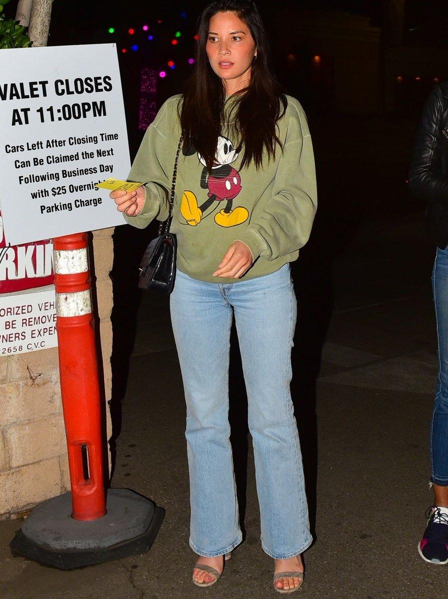 Olivia Munn in Rigid Denim Flare Jeans - https://denimology.com/2020/01/olivia-munn-in-rigid-denim-flare-jeans… @oliviamunn was spotted out in #flarejeans #denim #rigiddenim #trendy #fashionable #womensjeans #streetlook #outfitpic.twitter.com/N8ysJk5GWa