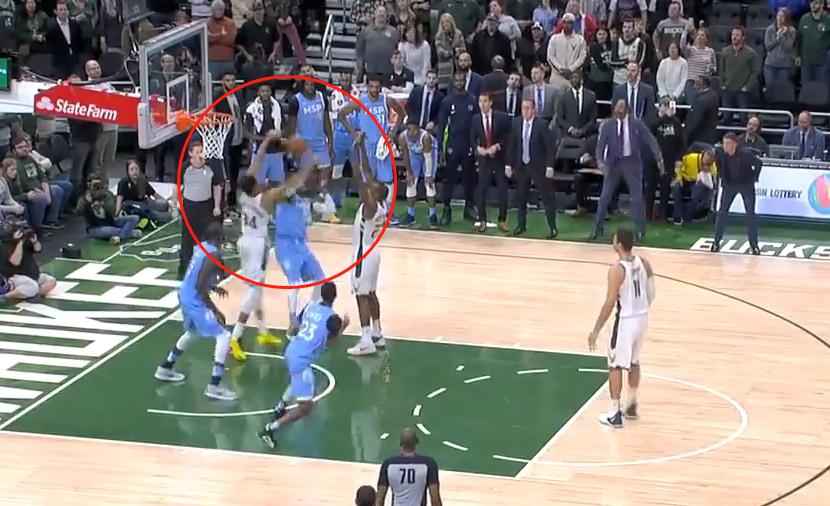 【影片】1.1秒僅領先2分,大Lopez的罰球太聰明了,字母哥白「撿」一個阻攻!