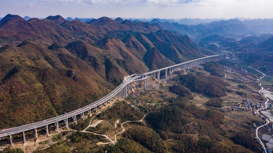 "China Xinhua News on Twitter: ""中国南西部・貴州省で先月31日、2本の ..."