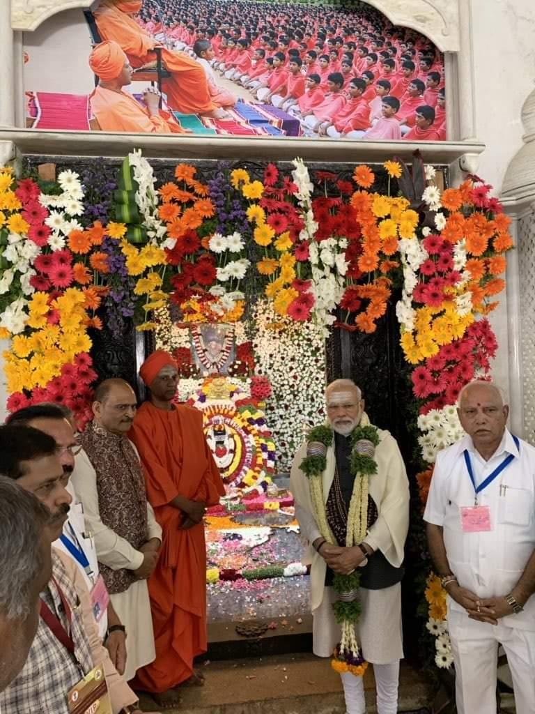 ಪ್ರಧಾನ ಮಂತ್ರಿ ಗಳಾದ ಸನ್ಮಾನ್ಯ ಶ್ರೀ ನರೇಂದ್ರ  ಮೋದಿ ಜೀ ರವರು  ತುಮಕೂರಿನ ಶ್ರೀ  ಸಿದ್ದಗಂಗಾ ಮಠದಲ್ಲಿ. @narendramodi @BSYBJP