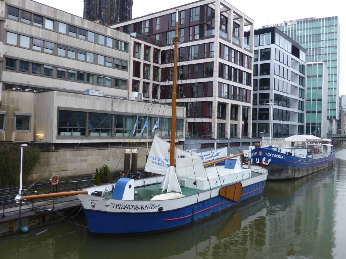 Das #Theaterschiff #DasSchiff im #Nikolaifleet in der #Altstadt in #Hamburg ist seit 1974 eine feste Größe in der #Schauspiel- und #Theater-Szene der Hansestadt: http://www.bilder-fotos-hamburg.de/hamburg-theater/bilder-fotos-theaterschiff-das-schiff-hamburg-nikolaifleet/…  #theaterinhamburg @dasschiffhh #theaterhamburg #kultur #schauspielhamburg #kulturhamburgpic.twitter.com/NATfQkpwQ4