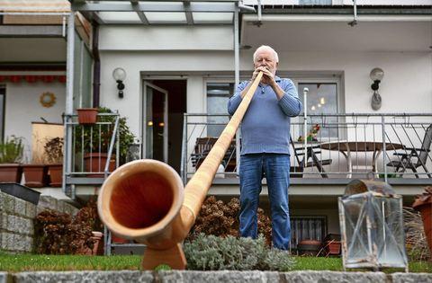 Musikverein Baltmannsweiler feiert 100. Geburtstag http://dlvr.it/RMK1RTpic.twitter.com/NnnEWLHbmC