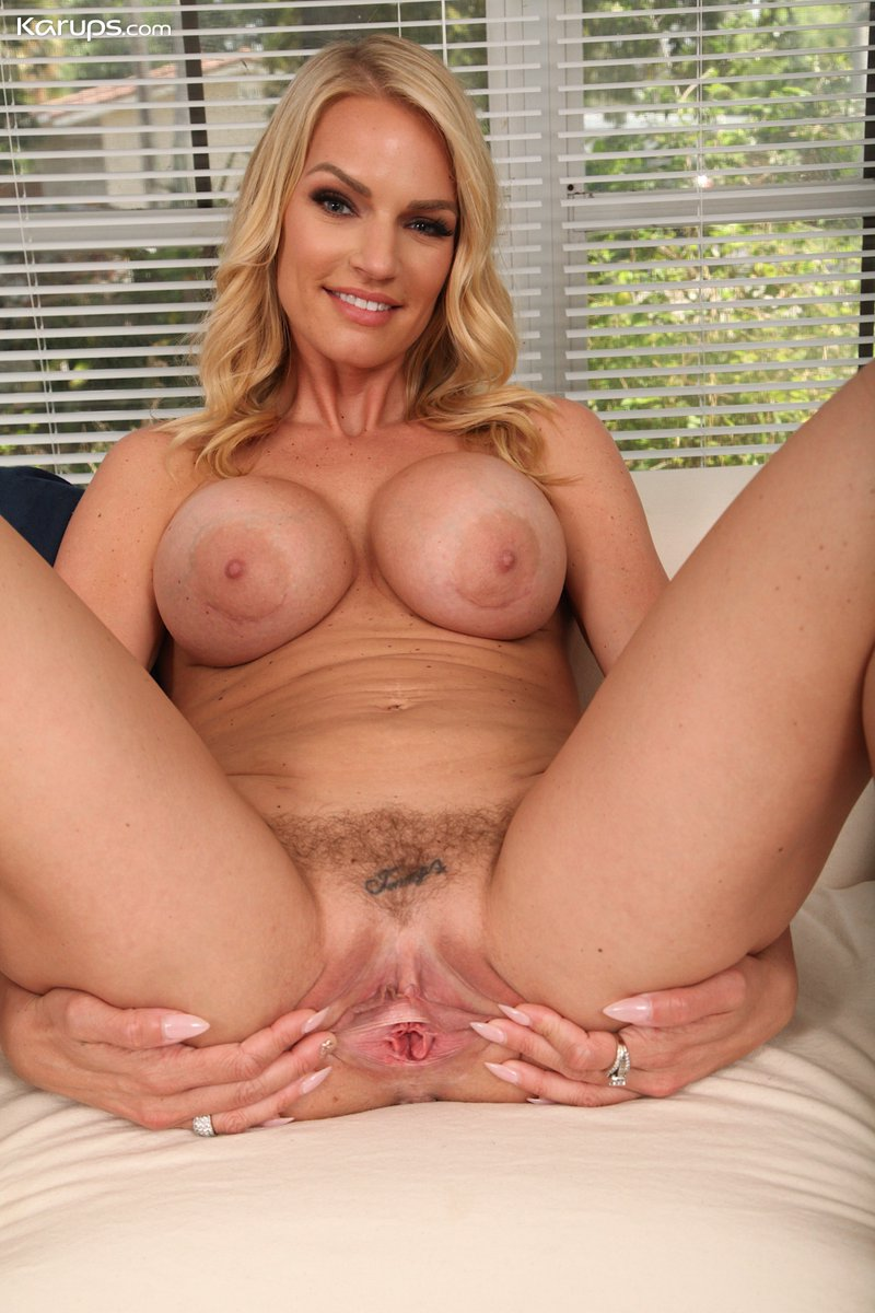 Milf playing with her pussy