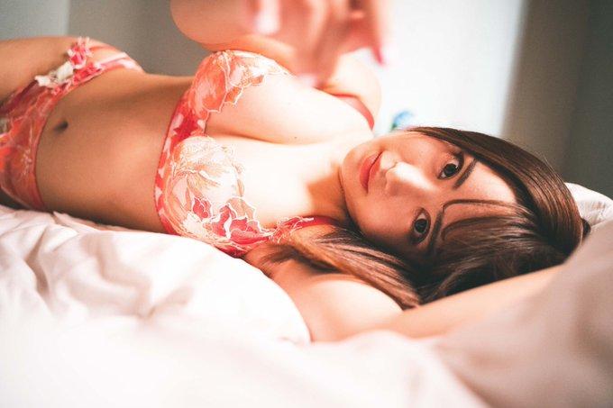 グラビアアイドル櫻栞のTwitter自撮りエロ画像4