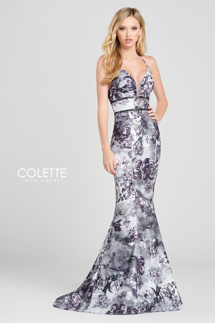 Sleeveless printed faille fit and flare gown with a plunging V-neck, beaded belt detail at the natural waist and a sweep train.  #whitelacebridal #promdress #indianapa #coletteprom #prom2020pic.twitter.com/TTDphBYBFn