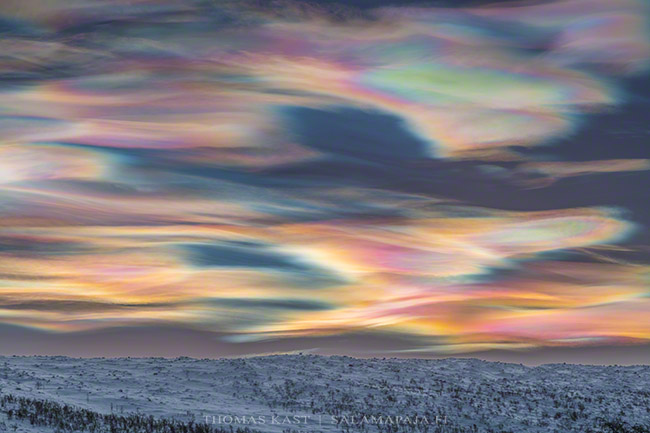 Looks like a painting! MT @ThomasKast1: Two days ago I saw this magnificent display of #polar #stratospheric clouds in #Finnish #Lapland. Just amazing!#pscs #nacreousclouds