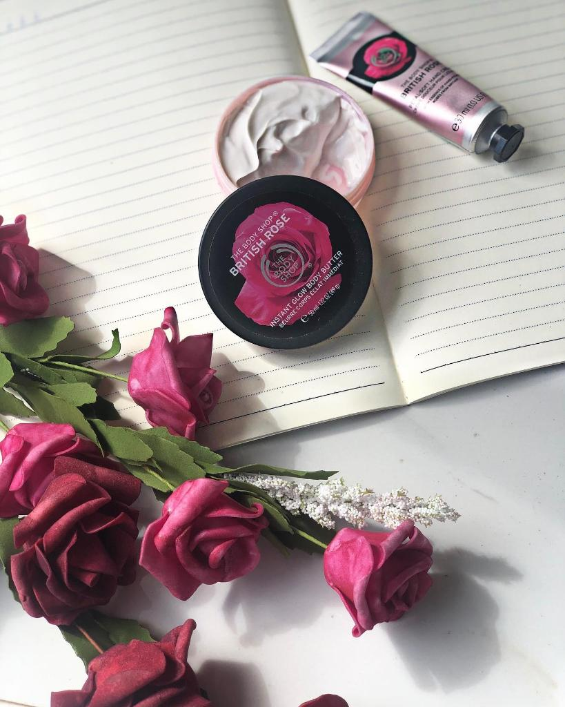 Ease into 2020 with the gentle scent of our British Rose range. Elegant, classic, timeless – it's a perfect treat after all of those fun and festive parties! http://ms.spr.ly/6014TXwYg Photo creditt: Aisha Jahangir 💚