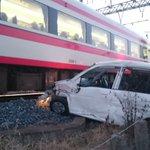 東武線を走る電車を撮ってたら、車が突っ込んできた!
