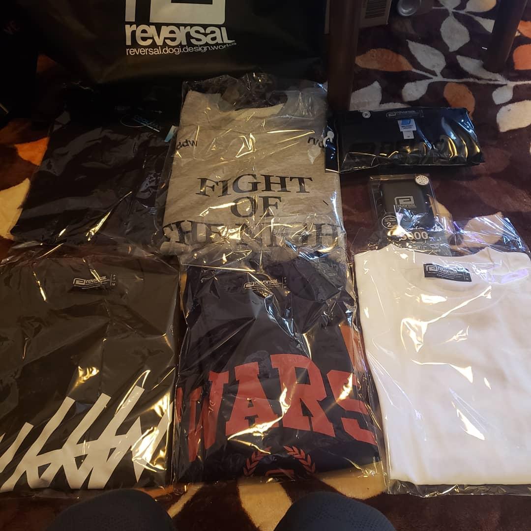 中身はトレーナー1、Tシャツ2、ロンT1、ドライTシャツ1、モバイルバッテリーでした。 最低でも30000円以上はするし、これで11000円は破格!!ありがとうございました。  #リバーサル #reversal #東京イサミ