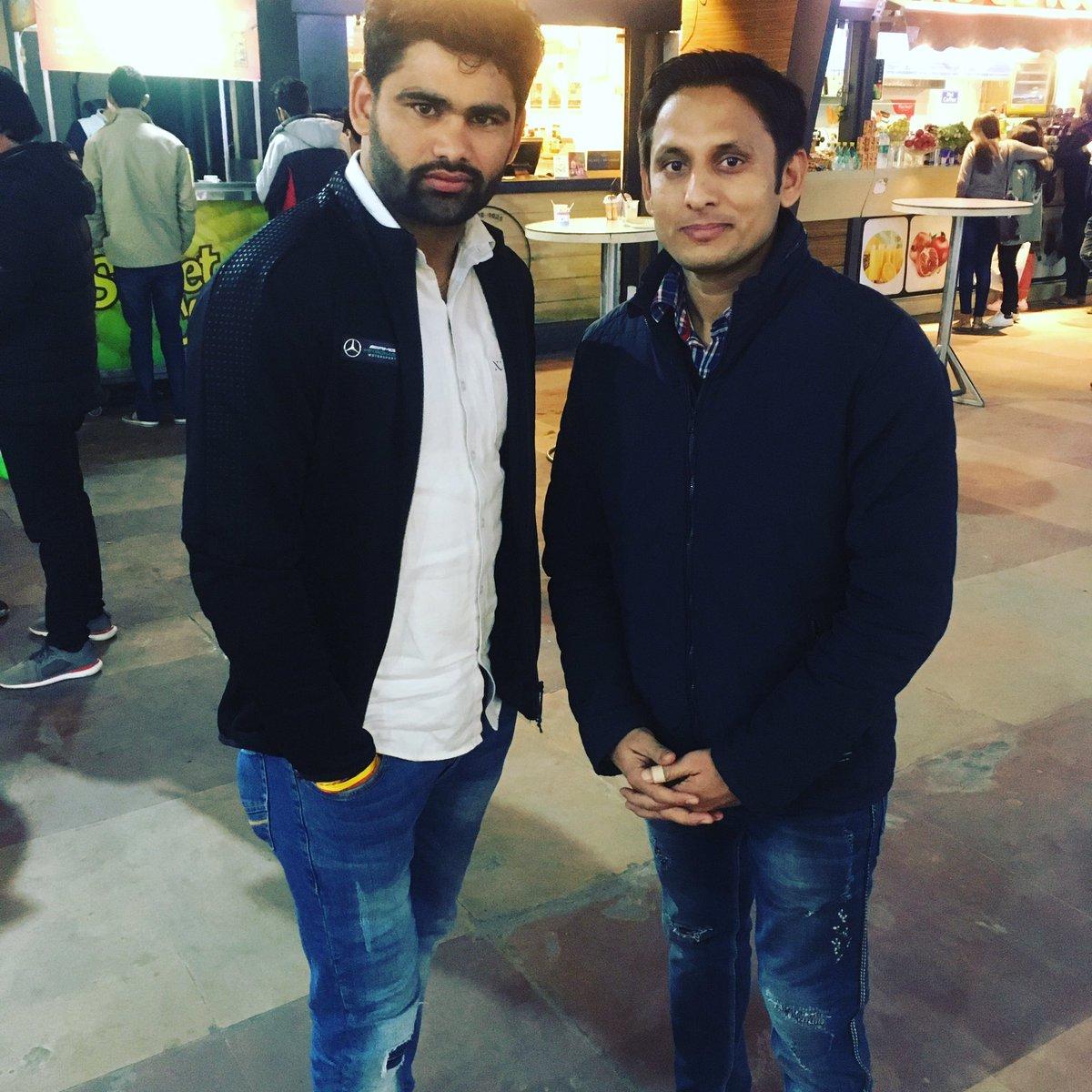 @juniorbachchan @republic_sports @Sports_NDTV @IndiaSports @ProKabaddi @PatnaPirates @JaipurPanthers Glad to meet Mr. Pradeep Narwal ji, #Dubkiman #RoarForPanthers
