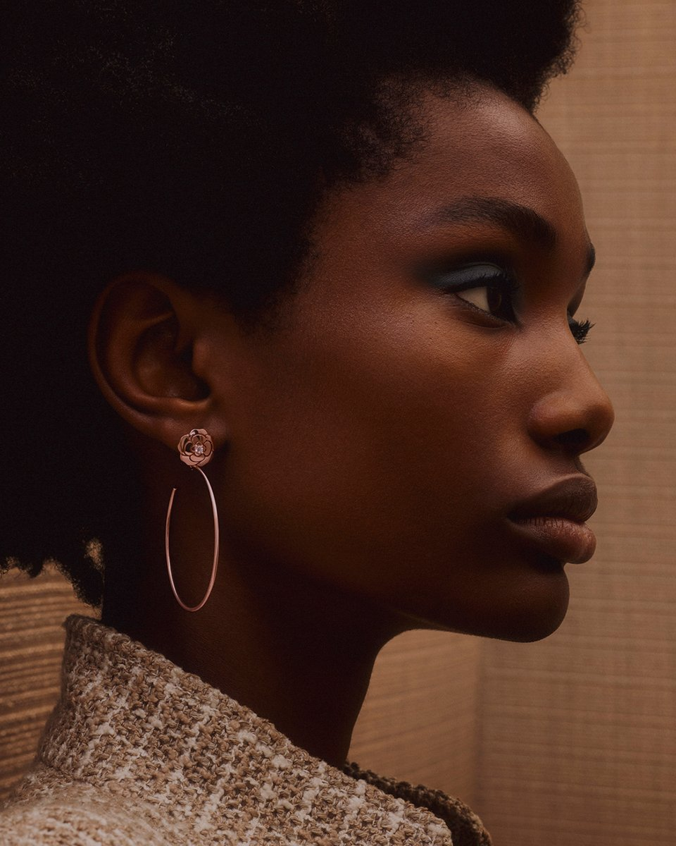 Imari Karanja is going to the Moon, are you?  She wears the EXTRAIT DE CAMÉLIA hoop earrings in pink gold and diamonds. Watch the film on https://t.co/YSih57vlmP #CHANELOverTheMoon #CHANELFineJewelry #CameliaCollection https://t.co/GONamUdULO