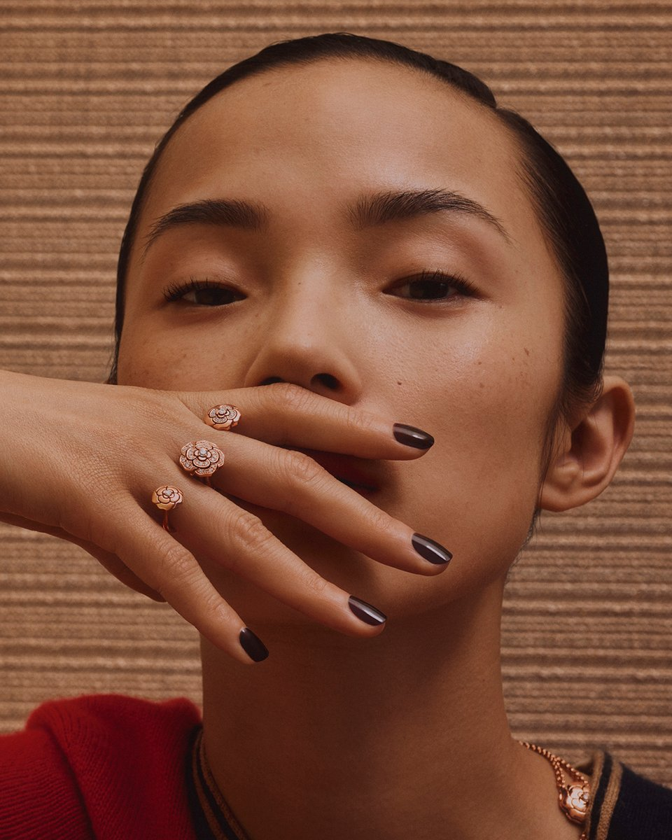 Xiao Wen Ju shoots for the Moon. She wears the EXTRAIT DE CAMÉLIA transformable ring in pink gold and diamonds. Watch the film on https://t.co/YSih57vlmP #CHANELOverTheMoon #CHANELFineJewelry #CameliaCollection https://t.co/tSjx8S3Yui