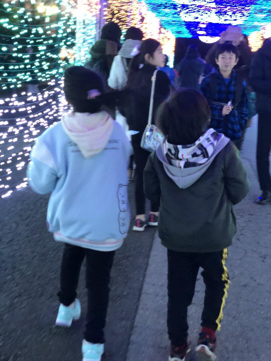 test ツイッターメディア - クリスマスは子供達交互にインフルで 行けなかったから やっとイルミネーション見に行けた♡ チケットも安く手に入って メルカリ様々だわ。笑 子供達楽しんでて良かった(♡˙³˙) https://t.co/2EmTOzxxhu