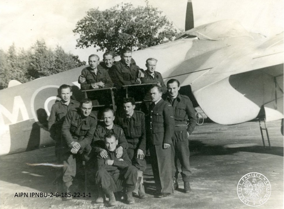 #305Squadron was a #BomberCommand unit until 1943, when it was transferred to the #2TAF. It played an important role in #OperationOverlord, destroying a fuel depot containing 13 million litres of petrol. The unit was disbanded #OTD in 1947. One of its pilots was Gen. #Scibior.pic.twitter.com/rmaV7ETdMW