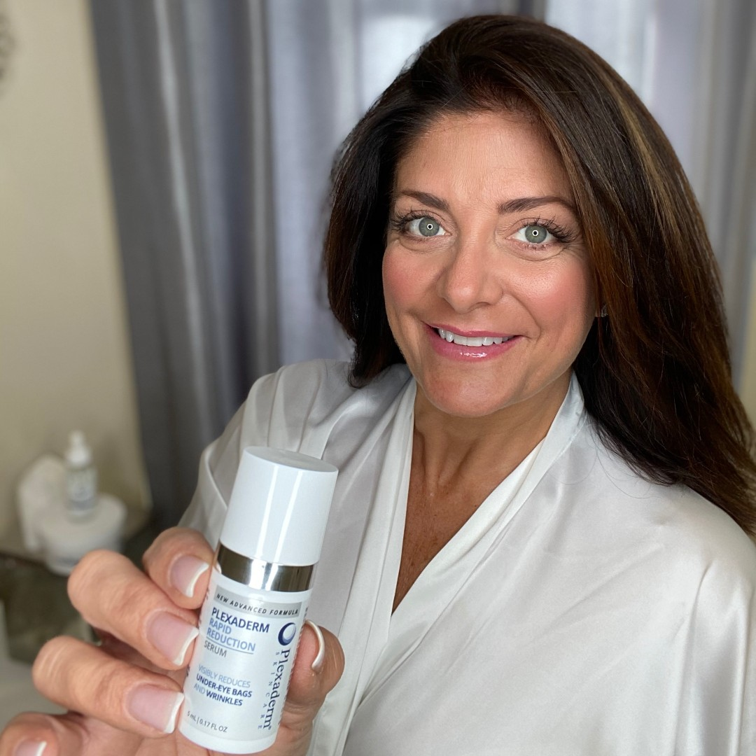 """Plexaderm gave @KathyWakile """"The confidence to say Go Ahead Zoom in."""" http://bit.ly/2SceLT8 #plexaderm #crueltyfree #notox #byebyebags #ageisjustanumber #beauty #skincare #wrinkles #undereyebags #crowsfeet #shotwithiphone #holidaylook #holidayready #youthfulskinpic.twitter.com/AE2FTOMI81"""