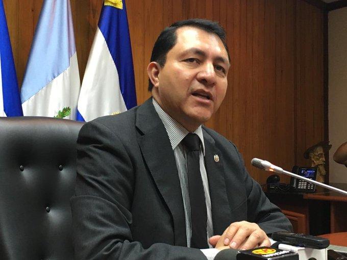 Mario Ponce promoverá decreto de retiro voluntario en el Parlamento