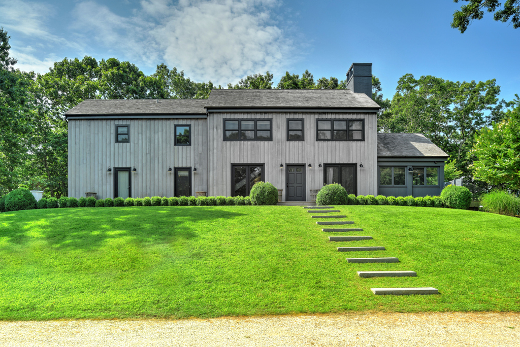 'Grey's Anatomy' star Ellen Pompeo sells her Sag Harbor home and we are proud to say that we brought the buyer to this beautiful home sited on over 8 acres of bucolic land. Last listing price was $3.25M. #realestate #sold #MarthaGundersen #DEHamptons #DouglasElliman #Celebrity https://t.co/WwfWAKWtK2
