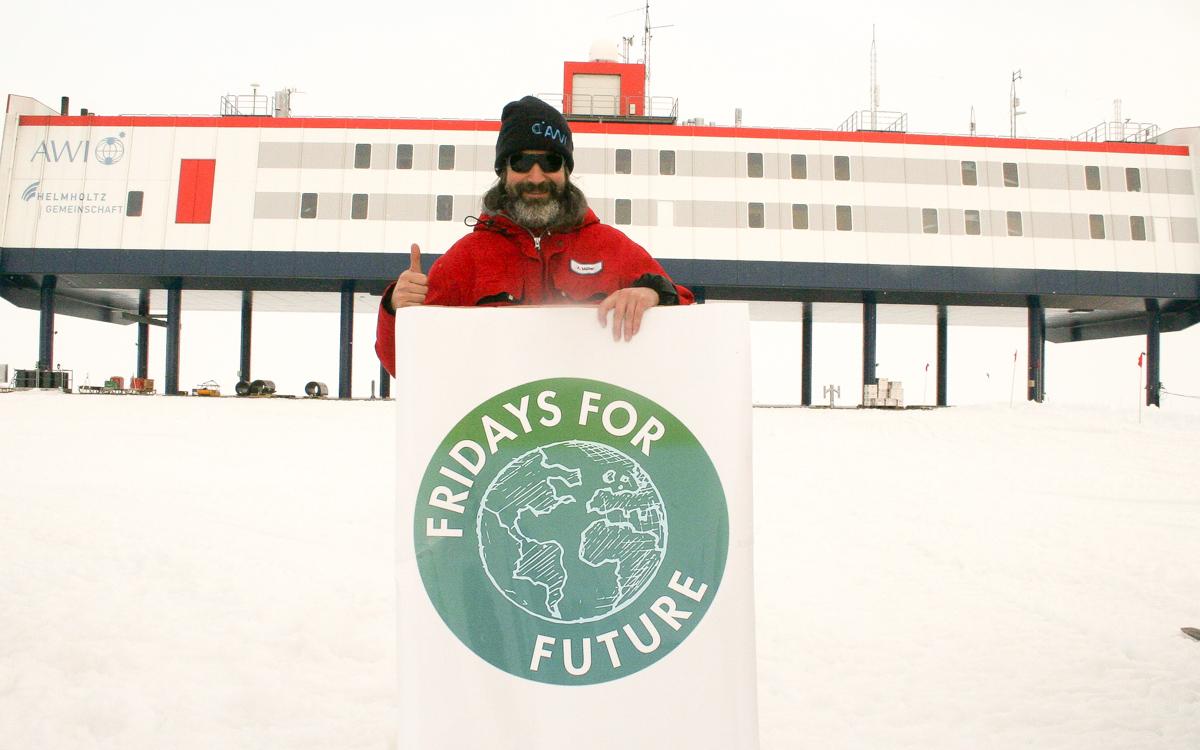 #HappyBirthdayGreta from Antarctica!  @GretaThunberg    #climatestrike #FFF #fridays4future #fromantarcticawithlove #allefürsklima  @sciforfuture @MelanieBergma18 @FridayForFuture<br>http://pic.twitter.com/CvBSzItCRP
