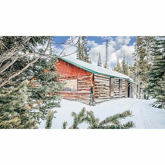 #TrailViews  . . . . . . .  #cabin #cabinlife #nature #winter #cabininthewoods #cabinporn #tinyhouse #airbnb #cabinlove #snow #mountains #travel #architecture #design #logcabin #cabins #christmas #adventure #forest #wood #home #camping https://ift.tt/2rRyMDFpic.twitter.com/alTPvHRItE