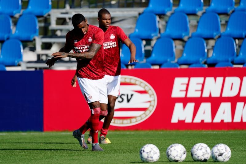Not a bad start 🤞 De intenties van PSV zijn direct duidelijk. In de eerste vijf minuten schoten van Bruma, Gakpo en Ihattaren. De ploeg zoekt de aanval. 7 #PSVKAS 0-0