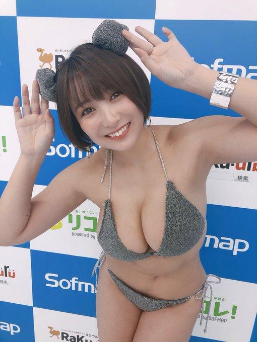 グラビアアイドル紺野栞のTwitter自撮りエロ画像24