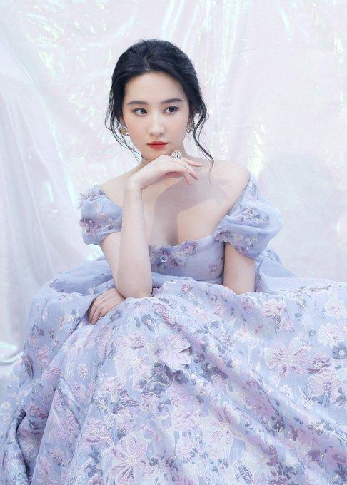 2019 Weibo Awards Ceremony EN_uYI3UEAAmRkn?format=jpg&name=small