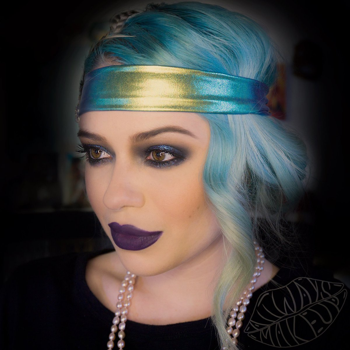 Happy New Year!!  Modern 20s Flapper makeup we did live on my Twitch channel for a New Years party! Be sure to follow my Twitch channel!     #newyears #newyearsmakeup #20smakeup #20sfashion #modernflapper #makeup #makeupartist #twitch #twitchstreamer