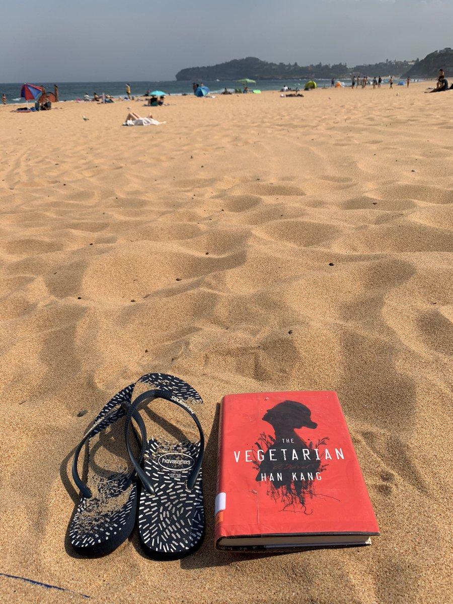 Keep away from crowd and heatwave #MonaValebeach #Weekendfeeling #favoriteBookpic.twitter.com/yJYhxZ4kTM