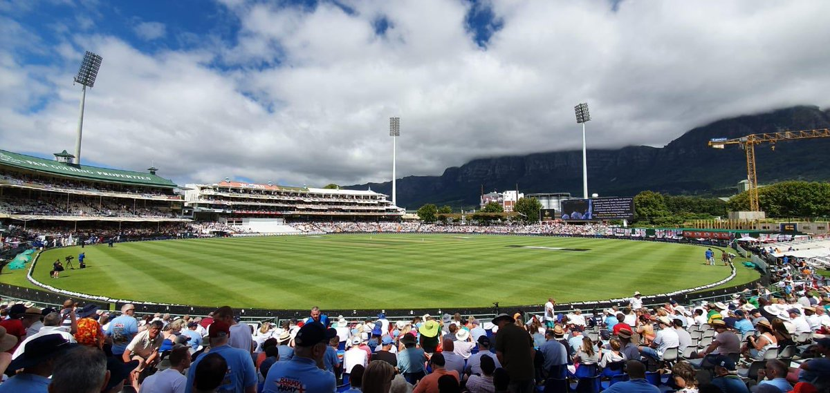 Is there a better place to watch Test cricket? Day 2 here in Cape Town! #SAvENG #GulliversOnTour #Newlands https://t.co/CDgQD5AGkG