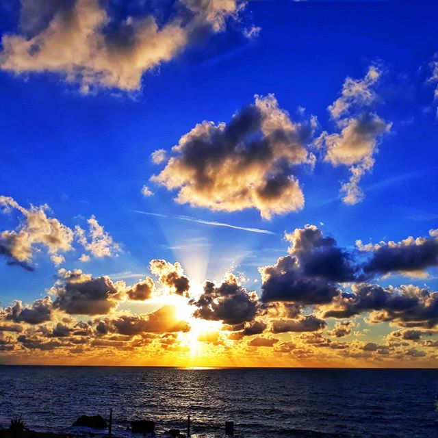 Reposting @romeobasquecountry: - via @Crowdfire  Ilbaritz  #bidarte #biarritz #bidart #clouds #photography #photographer #nuages #orange #coucherdesoleil #igerseuskadi #euskadi #sunset #sunsetphotography #travelphotography #vagabondiary #earthfocus #natgeo #nature_brilliancepic.twitter.com/F2qTSgaHVm