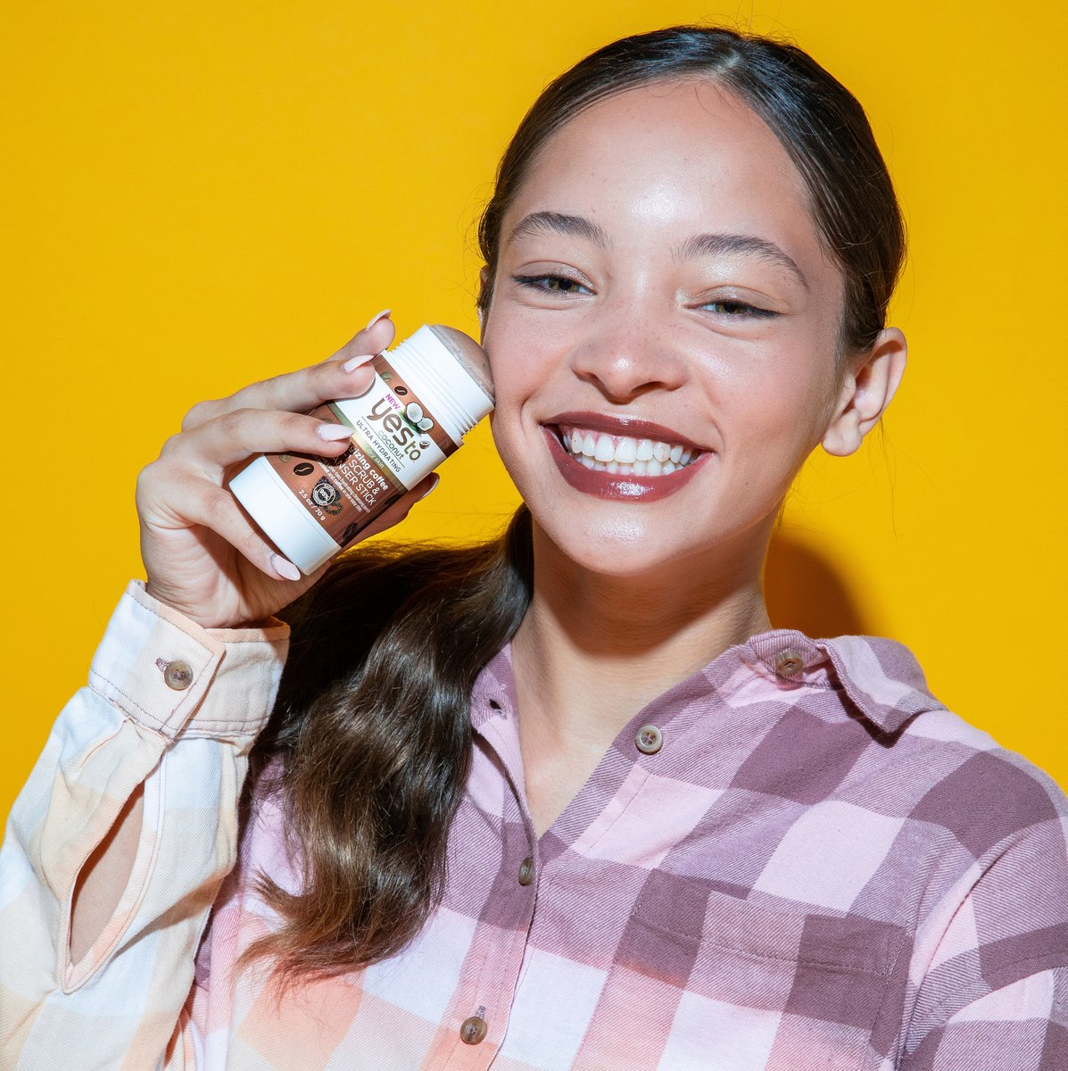 Hey Girl! Rockin' that winter makeup look? We dig it! Just remember to keep your skin clean and hydrated with the Yes To Coconut Energizing Coffee Cleanser Stick!     Find it now on @Amazon: https://amzn.to/2SjEetW  #coconutskincare #wintermakeup #winterskin #amazonbeautypic.twitter.com/nuwB5fqicj