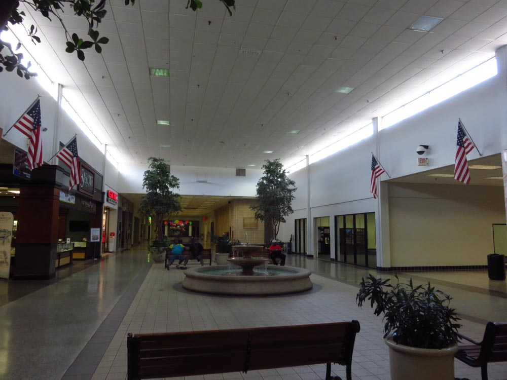 this is #TheLastTimeIWentToTheMall , It doesnt look like this anymore..That fountain had been there for prolly 40yrs🤨