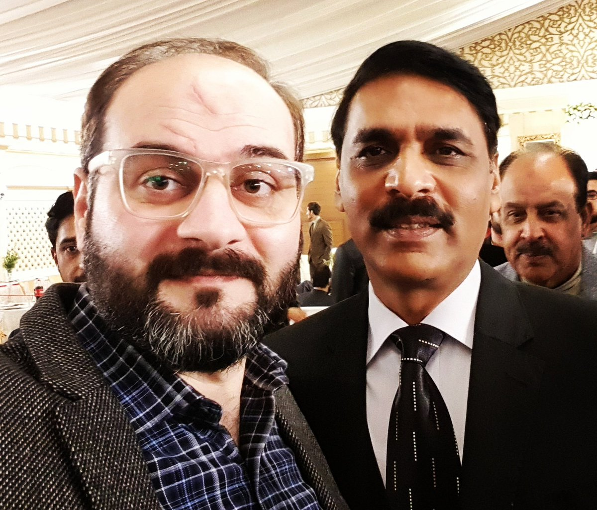 Met the media face of army & the one who has completely outclassed haters on every front. #MediaWarfare #HumblePerson #DGISPR #Pakistan #Army #Peace @peaceforchange @OfficialDGISPR