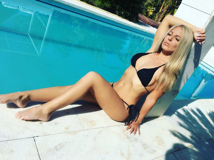 Relax 🔆 #juliettasanchez #summer #sun #bikini #blondehair #pool https://t.co/Fd496lVsSr