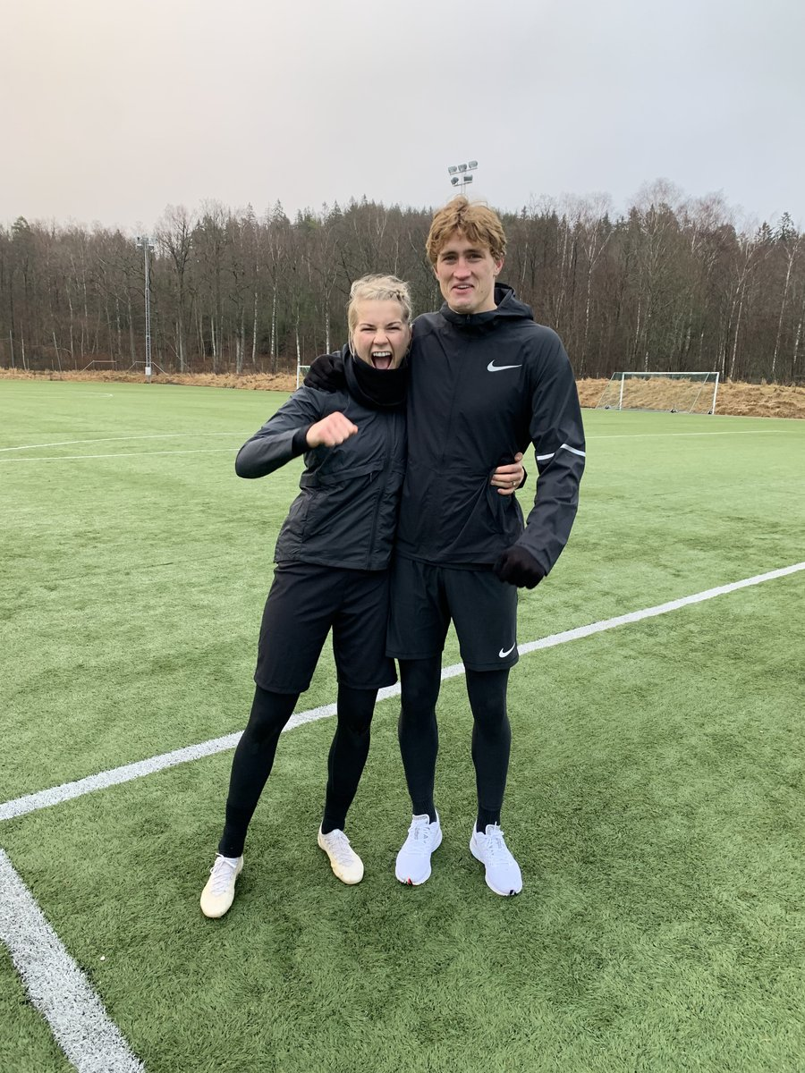 Happy new year from the Rogne Hegerberg! 2020 bring it ON 🤸♀️ #NewGoals