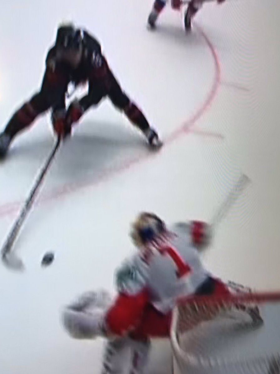 I don't know how Thomas scored that goal, but he did!!   #CanadaWins #WorldJuniors #YesWeCANada pic.twitter.com/3jR73bUIGZ