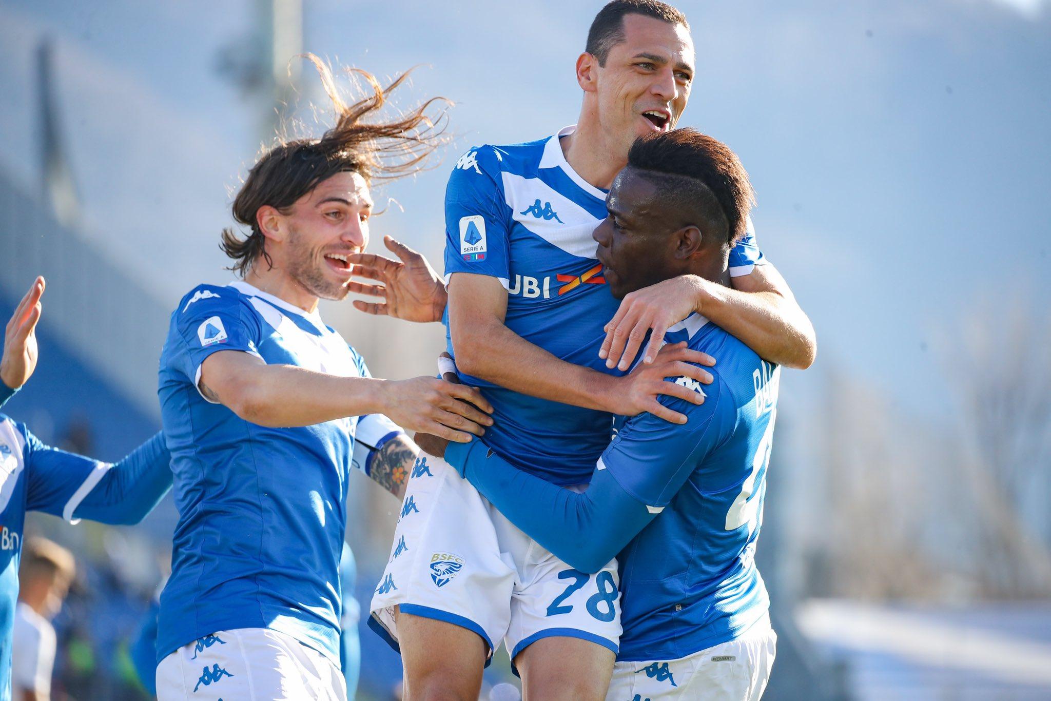 Selebrasi pemain Brescia setelah Mario Balotelli mencetak gol ke gawang Lazio
