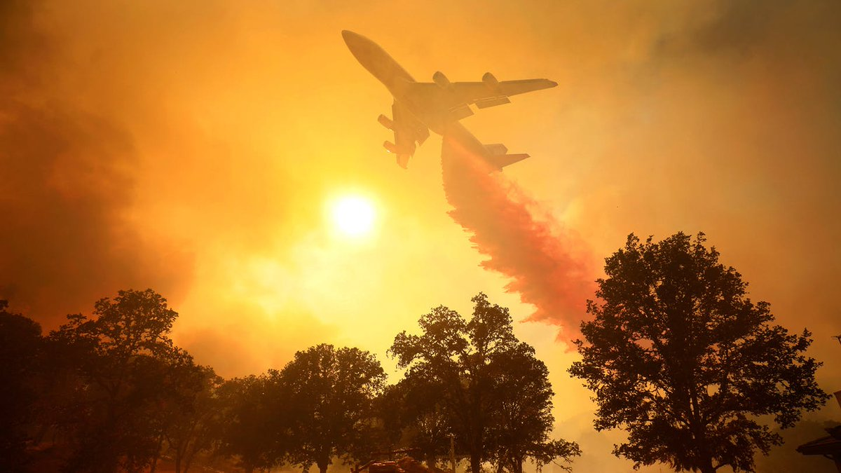 Month OR SO before THE ENTIRE CONTINENT OF AUSTRALIA went up in flames, it was USA/California. In both jurisdictions (perhaps *all* jurisdictions) there's a  #RightWing (in USA's case the same geniuses propping up Donald Trump) hard at work holding back impactful  #ClimateAction   /4