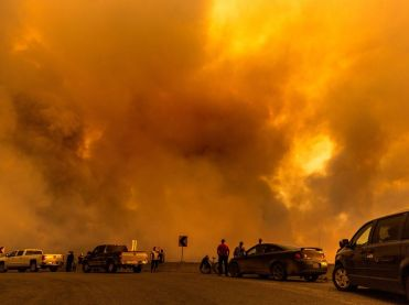 Canada's become accustomed to a new, bigger, recordbreaking  #BCWildfire every year or so. Northern Alberta is due another  #FortMacFire catastrophe sooner than later. We'll keep getting the lesson til we learn it. Even then the  #ClimateCrisis doesn't stop on a dime. Far from it /5