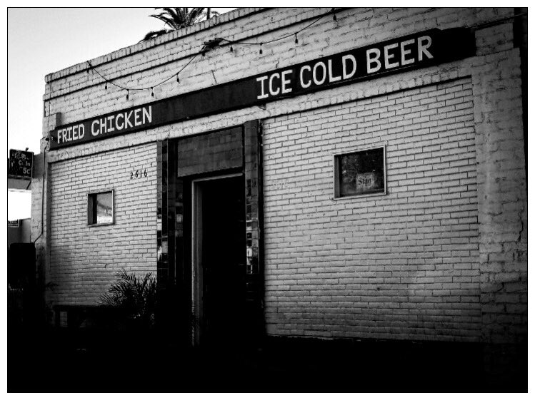 Chicken or Beer...  . . . . #streets_vision5k #photographyy #photographyaddict #photographyoftheday #mg5k #fierce_shots #all2epic5k #ig_underdogz #la #theimaged #streetphotography #richardgreenla #cityscapeheaven #lacphoto #la_shooters #bw #chicken #restruant #urbanfood #foodiepic.twitter.com/zmHdKXvwLt
