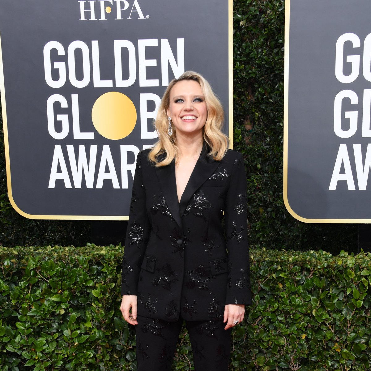 #BombshellMovie Kate McKinnon is all smiles on the @goldenglobes red carpet etcanada.com/photos/568133/…