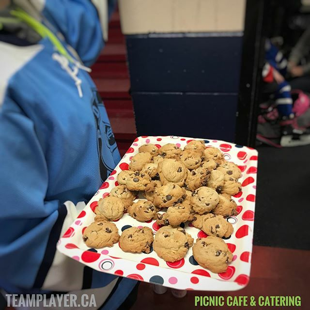 Today, for TeamPlayer Junior Blue Wings kids, it was Wear Your Favourite Jersey Day aaaaaand COOKIE Day!!! Thank you to @picnicperth for being a sponsor this month! . . . . . . . . . . #cookies #hockey #teamplayer #kidssport #playsports #fundaysunday #sp… https://ift.tt/36tcrLIpic.twitter.com/VPZIUKN9iy